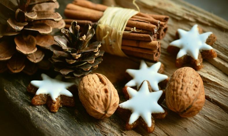 cinnamon-stars-2991174-1280.jpg